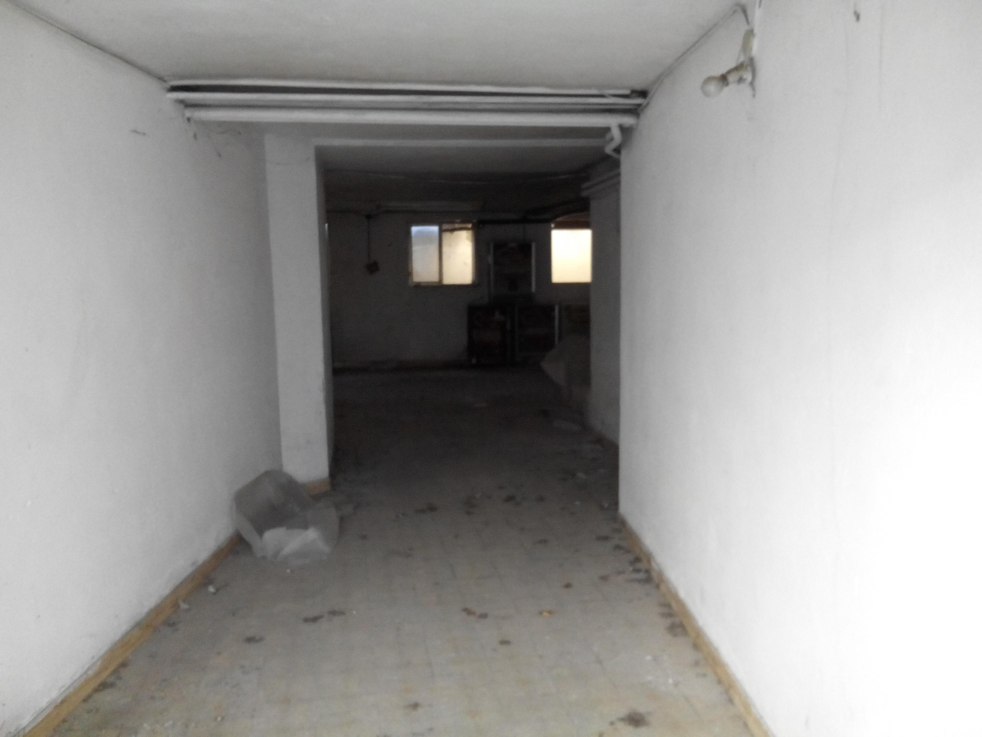 Magazzino autorimessa zona via sorio aeroporto for Piani di casa artigiano con garage di ingresso laterale